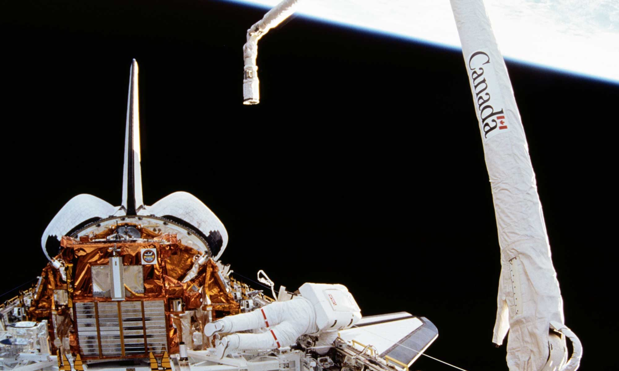 Canadarm - Canada Space Arm. Photo credit NASA - https://archive.org/details/STS072-722-041, Public Domain, https://commons.wikimedia.org/w/index.php?curid=29803999
